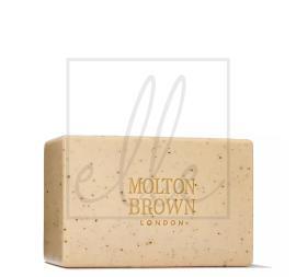 Molton brown re-charge black pepper bodyscrub bar - 250g